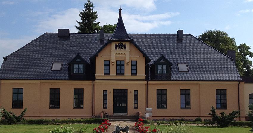 Das Gutshaus nach der Sanierung im Jahr 2010
